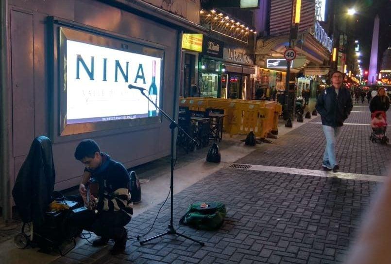 artistas en calle corrientes