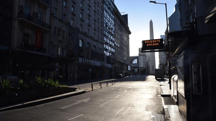Las calles de Buenos Aires, desiertas desde la cuarentena total. Foto: infobae